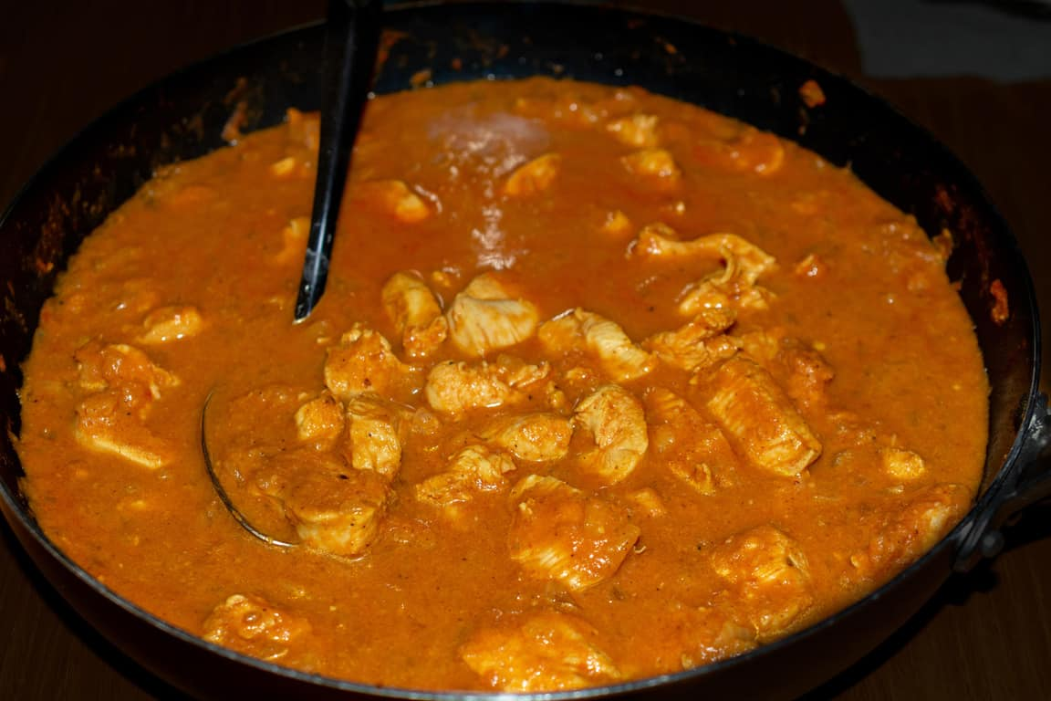thickening a curry by using a roux